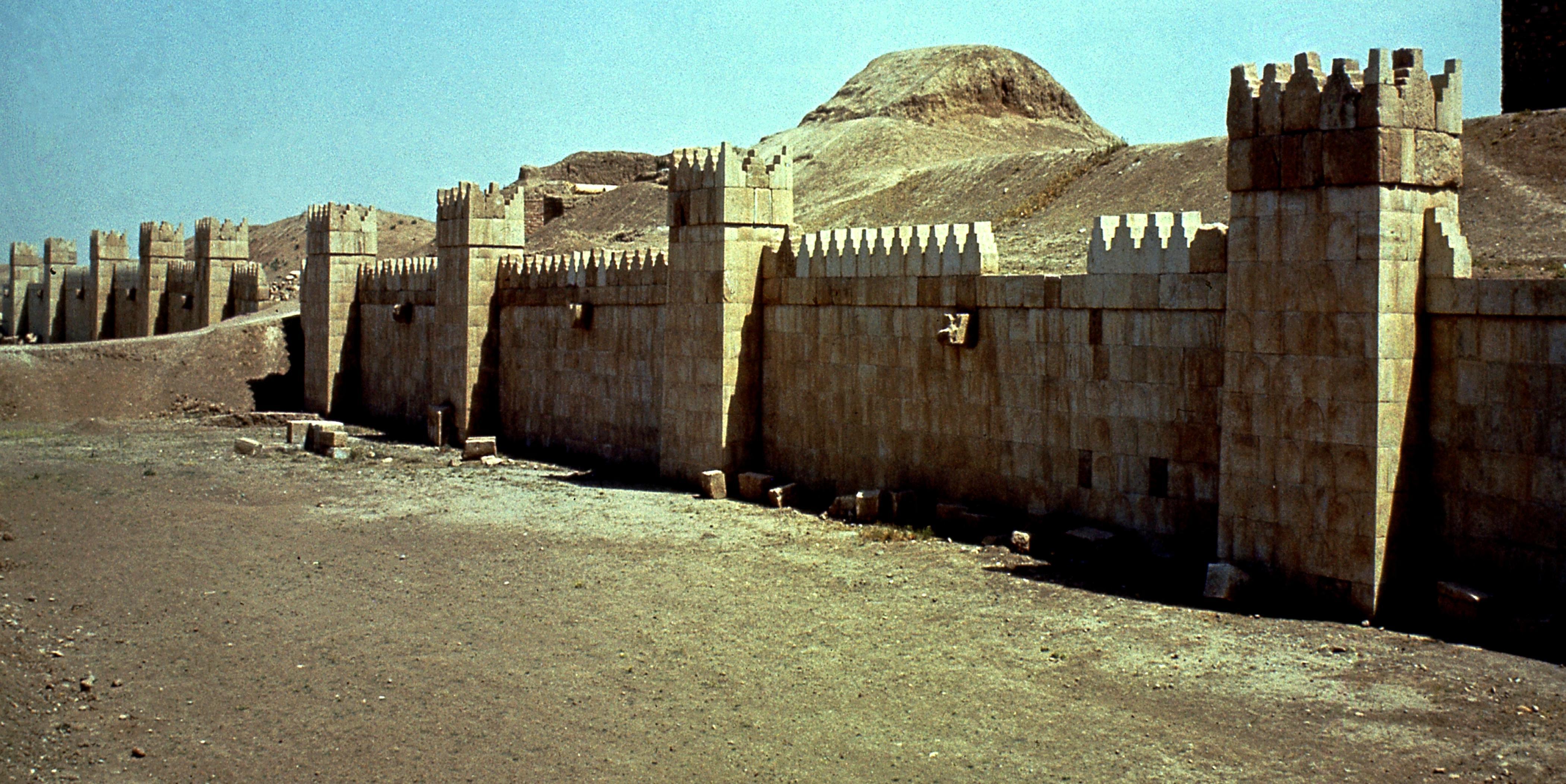 lapresse - musa ninive mosul - ©FIORE SILVIO/LAPRESSE STOCK IRAQ. NINIVE MURA DELLA CITTA ASSIRA