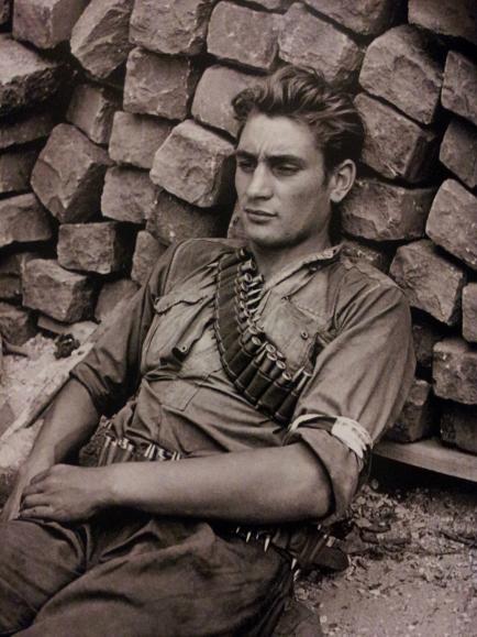 Robert Doisneau, Il riposo del FFI, 1944.