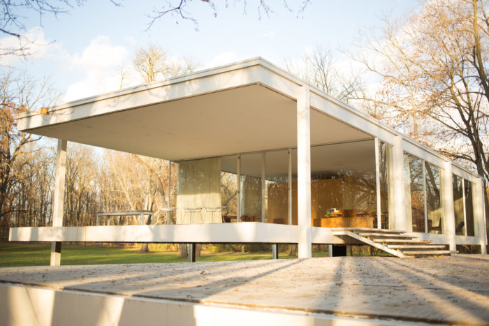Farnsworth House by Mies Van Der Rohe. Photographer: Victor Grigas, 2013. CC BY-SA