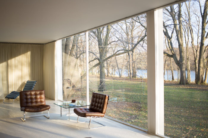 Farnsworth House by Mies Van Der Rohe – interior, 2013. Victor Grigas / CC BY-SA