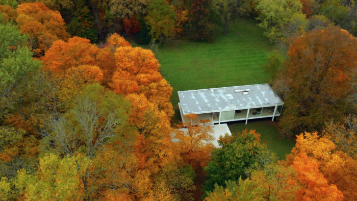 Farnsworth House, 2019. Ron Frazier from Bloomington IL, United States - Drone photography along the Fox River, Kendall County, IL. Licenza: cc-by-2.0.